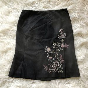 ANN TAYLOR LOFT PINSTRIPED EMBROIDERED FLATE SKIRT